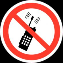 На автомобиль Наклейка «P-18 Запрещается пользоваться мобильным (сотовым) телефоном или переносной рацией»Запрещающие<br><br>