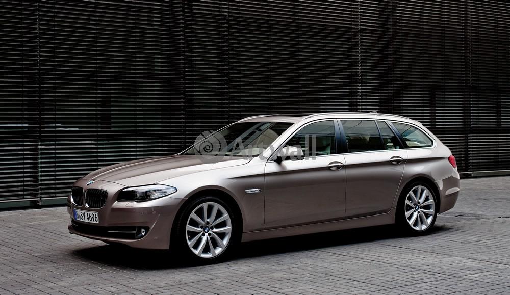 Постер BMW 5 Series Touring, 35x20 см, на бумаге5 Series Touring<br>Постер на холсте или бумаге. Любого нужного вам размера. В раме или без. Подвес в комплекте. Трехслойная надежная упаковка. Доставим в любую точку России. Вам осталось только повесить картину на стену!<br>