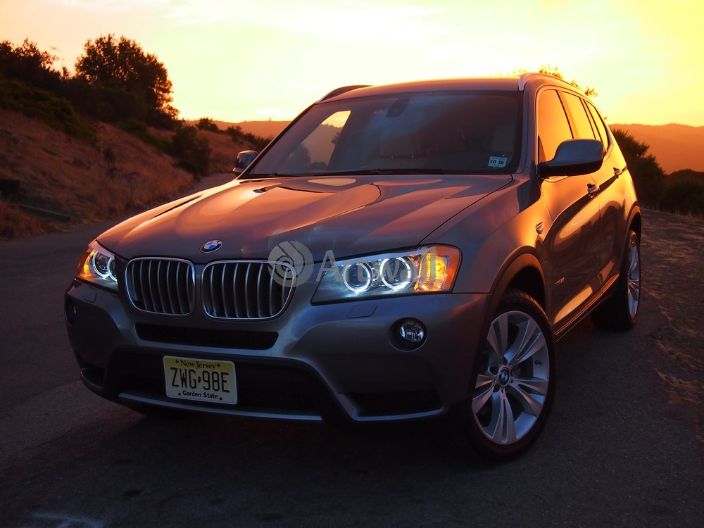 Постер BMW X3, 27x20 см, на бумагеX3<br>Постер на холсте или бумаге. Любого нужного вам размера. В раме или без. Подвес в комплекте. Трехслойная надежная упаковка. Доставим в любую точку России. Вам осталось только повесить картину на стену!<br>