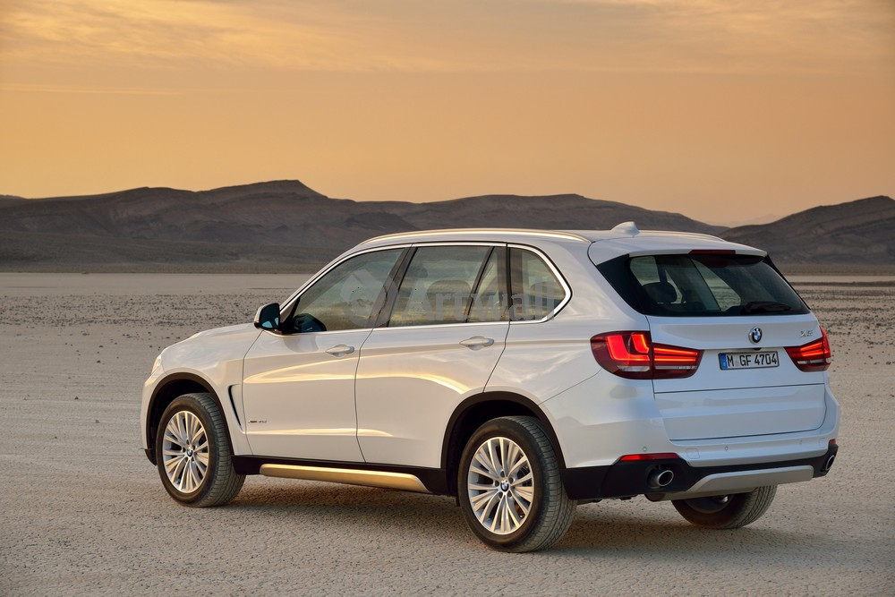 Постер BMW X5, 30x20 см, на бумагеX5<br>Постер на холсте или бумаге. Любого нужного вам размера. В раме или без. Подвес в комплекте. Трехслойная надежная упаковка. Доставим в любую точку России. Вам осталось только повесить картину на стену!<br>