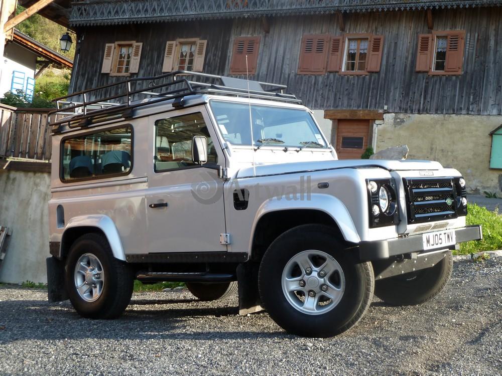 Постер Land Rover Defender 90, 27x20 см, на бумагеDefender 90<br>Постер на холсте или бумаге. Любого нужного вам размера. В раме или без. Подвес в комплекте. Трехслойная надежная упаковка. Доставим в любую точку России. Вам осталось только повесить картину на стену!<br>