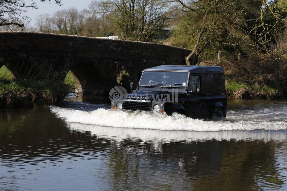 Постер Land Rover Defender 90, 30x20 см, на бумагеDefender 90<br>Постер на холсте или бумаге. Любого нужного вам размера. В раме или без. Подвес в комплекте. Трехслойная надежная упаковка. Доставим в любую точку России. Вам осталось только повесить картину на стену!<br>