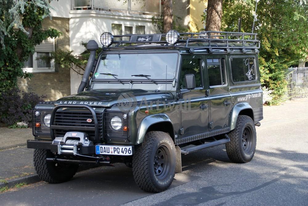 Постер Land Rover Defender 110, 30x20 см, на бумагеDefender 110<br>Постер на холсте или бумаге. Любого нужного вам размера. В раме или без. Подвес в комплекте. Трехслойная надежная упаковка. Доставим в любую точку России. Вам осталось только повесить картину на стену!<br>