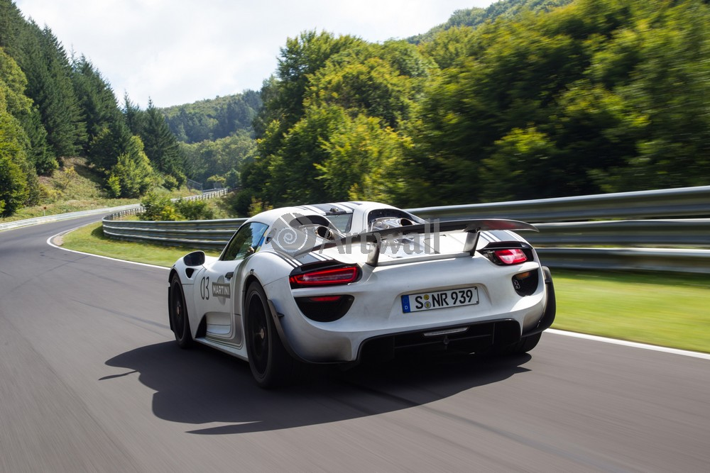 Porsche 918 Spyder, 30x20 см, на бумаге918 Spyder<br>Постер на холсте или бумаге. Любого нужного вам размера. В раме или без. Подвес в комплекте. Трехслойная надежная упаковка. Доставим в любую точку России. Вам осталось только повесить картину на стену!<br>