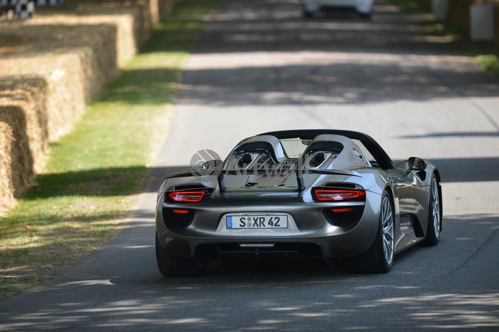 Постер Porsche 918 Spyder, 30x20 см, на бумаге918 Spyder<br>Постер на холсте или бумаге. Любого нужного вам размера. В раме или без. Подвес в комплекте. Трехслойная надежная упаковка. Доставим в любую точку России. Вам осталось только повесить картину на стену!<br>