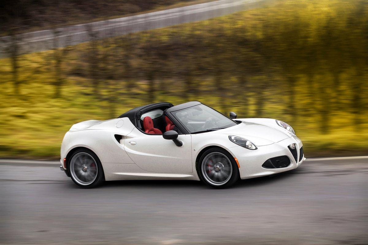 Постер Alfa Romeo 4C (2015), 30x20 см, на бумаге4C<br>Постер на холсте или бумаге. Любого нужного вам размера. В раме или без. Подвес в комплекте. Трехслойная надежная упаковка. Доставим в любую точку России. Вам осталось только повесить картину на стену!<br>