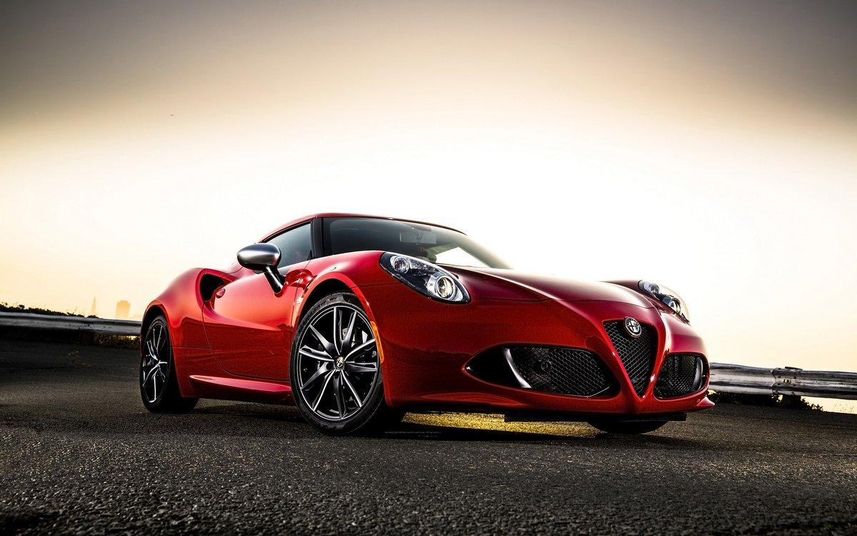 Постер Alfa Romeo 4C (2015), 32x20 см, на бумаге4C<br>Постер на холсте или бумаге. Любого нужного вам размера. В раме или без. Подвес в комплекте. Трехслойная надежная упаковка. Доставим в любую точку России. Вам осталось только повесить картину на стену!<br>