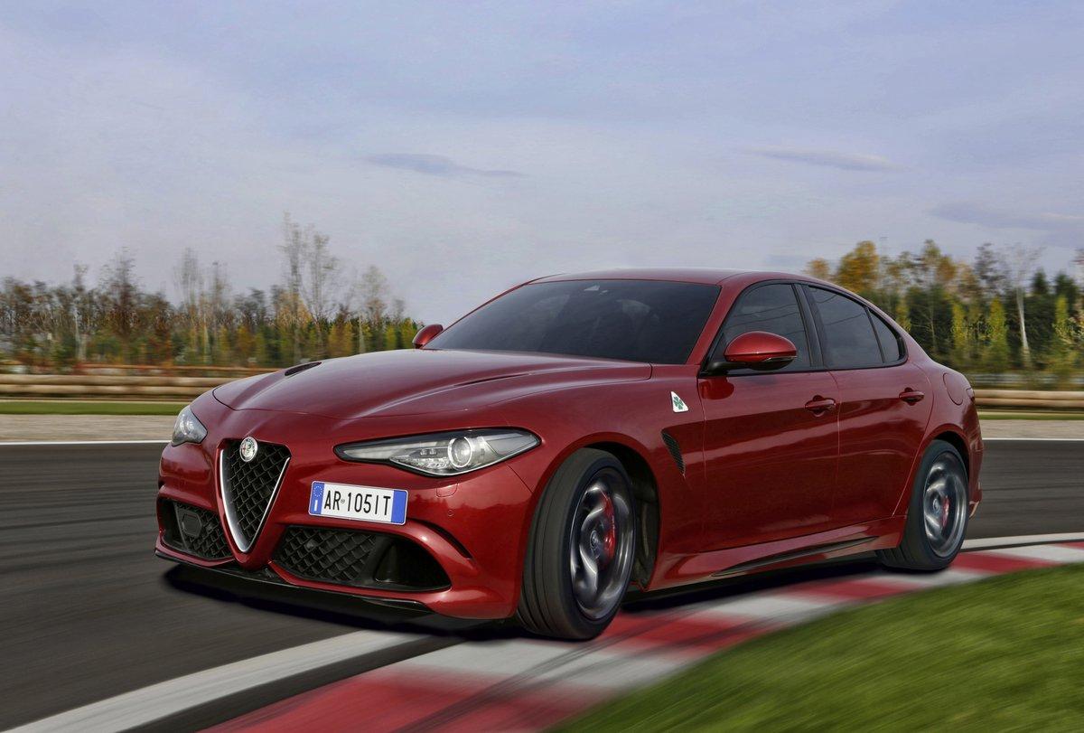 Alfa Romeo Giulia (2015), 30x20 см, на бумагеGiulia<br>Постер на холсте или бумаге. Любого нужного вам размера. В раме или без. Подвес в комплекте. Трехслойная надежная упаковка. Доставим в любую точку России. Вам осталось только повесить картину на стену!<br>