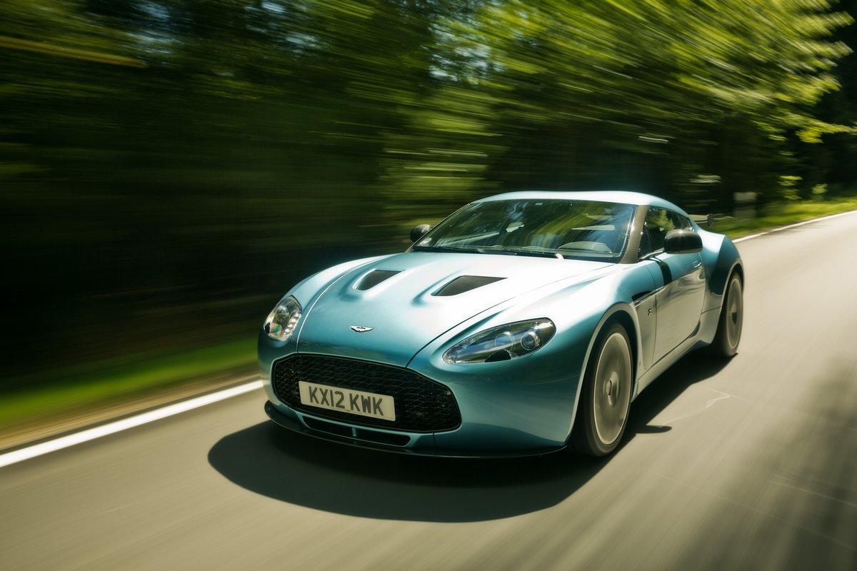 Постер Aston Martin V12 Zagato (2014), 30x20 см, на бумагеV12 Zagato<br>Постер на холсте или бумаге. Любого нужного вам размера. В раме или без. Подвес в комплекте. Трехслойная надежная упаковка. Доставим в любую точку России. Вам осталось только повесить картину на стену!<br>