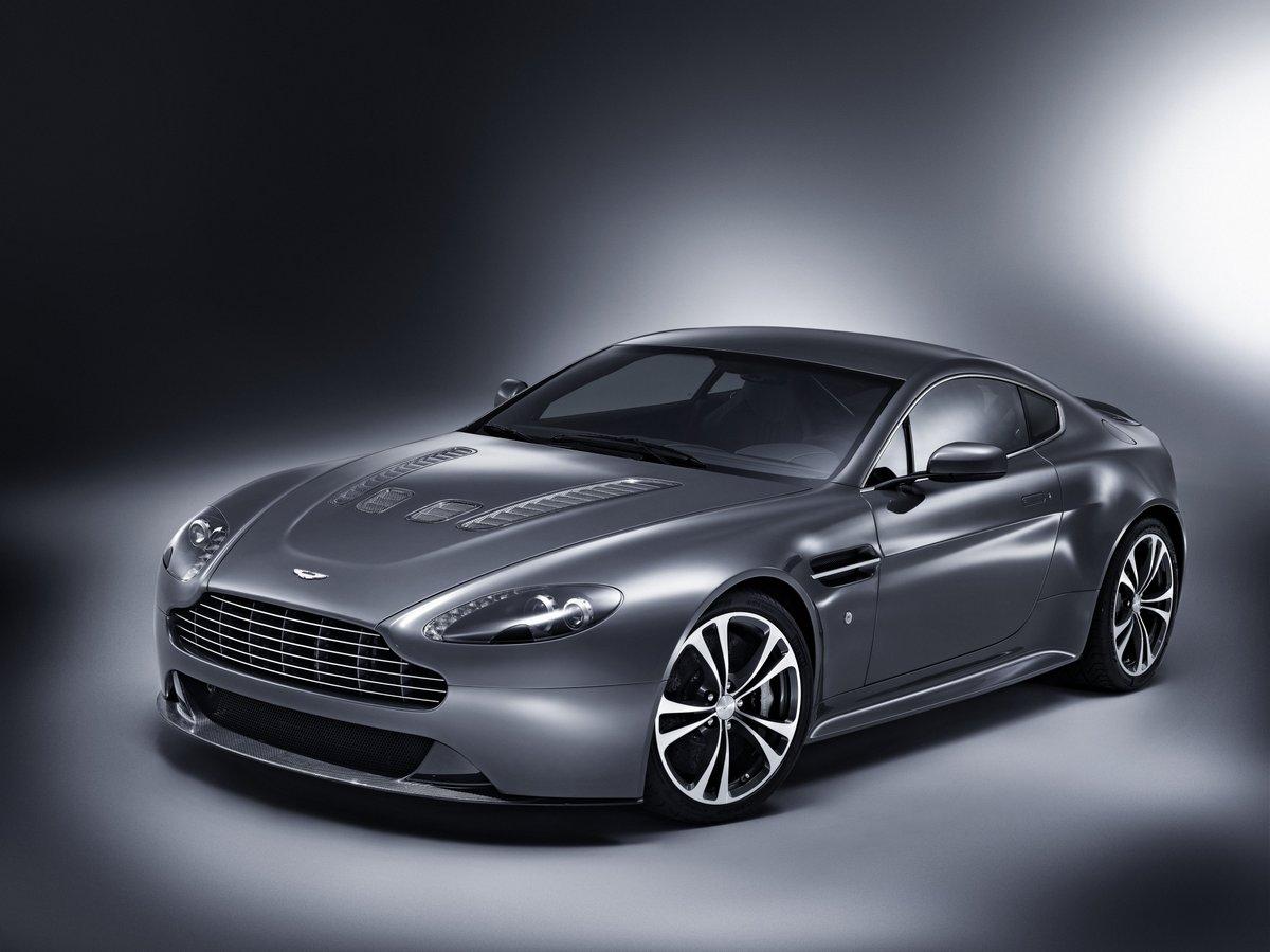 Постер Aston Martin Virage Volante (2014), 27x20 см, на бумагеVirage Volante<br>Постер на холсте или бумаге. Любого нужного вам размера. В раме или без. Подвес в комплекте. Трехслойная надежная упаковка. Доставим в любую точку России. Вам осталось только повесить картину на стену!<br>