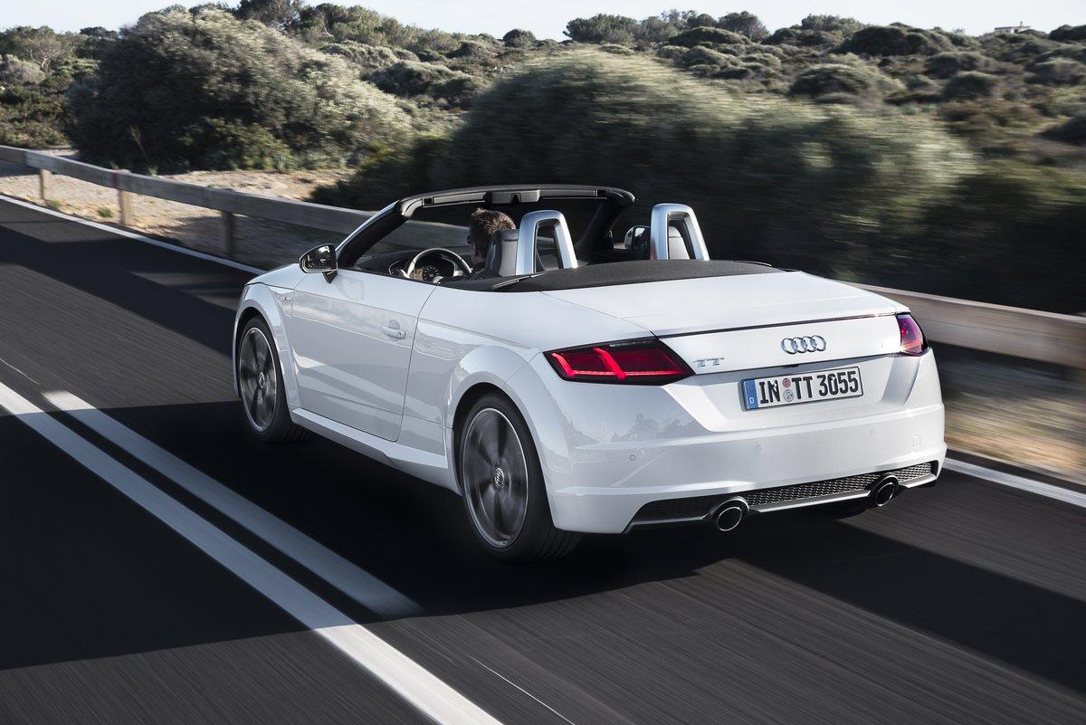 Постер Audi TT Roadster кабрио III (2015), 30x20 см, на бумагеTT Roadster кабрио III<br>Постер на холсте или бумаге. Любого нужного вам размера. В раме или без. Подвес в комплекте. Трехслойная надежная упаковка. Доставим в любую точку России. Вам осталось только повесить картину на стену!<br>