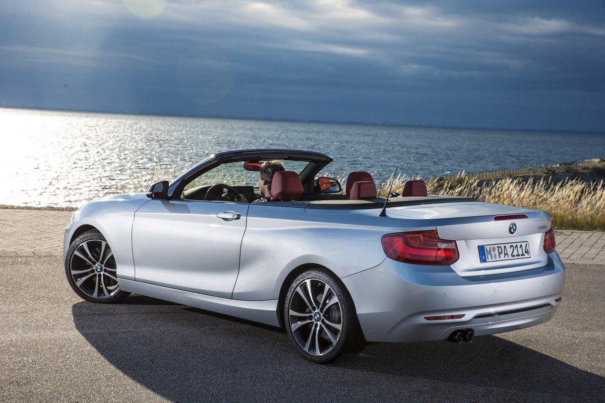 Постер BMW 2 кабрио (2015), 30x20 см, на бумаге2 кабрио<br>Постер на холсте или бумаге. Любого нужного вам размера. В раме или без. Подвес в комплекте. Трехслойная надежная упаковка. Доставим в любую точку России. Вам осталось только повесить картину на стену!<br>