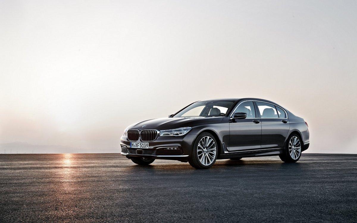 Постер BMW 7 VI (2015), 32x20 см, на бумаге7 VI<br>Постер на холсте или бумаге. Любого нужного вам размера. В раме или без. Подвес в комплекте. Трехслойная надежная упаковка. Доставим в любую точку России. Вам осталось только повесить картину на стену!<br>
