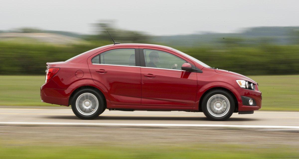 Постер Chevrolet Sonic седан (2015), 38x20 см, на бумагеSonic седан<br>Постер на холсте или бумаге. Любого нужного вам размера. В раме или без. Подвес в комплекте. Трехслойная надежная упаковка. Доставим в любую точку России. Вам осталось только повесить картину на стену!<br>