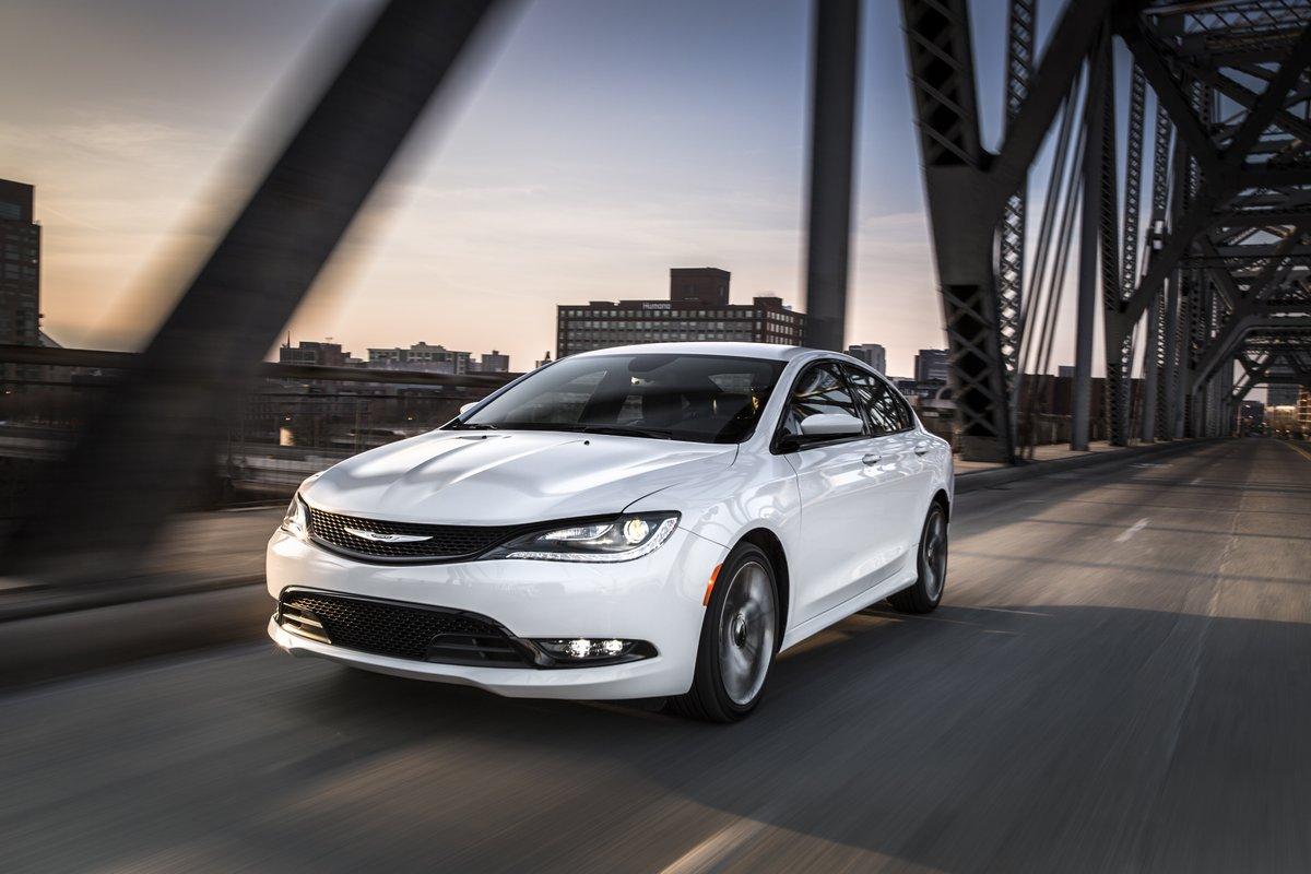 Chrysler 200 седан II (2014), 30x20 см, на бумаге200<br>Постер на холсте или бумаге. Любого нужного вам размера. В раме или без. Подвес в комплекте. Трехслойная надежная упаковка. Доставим в любую точку России. Вам осталось только повесить картину на стену!<br>