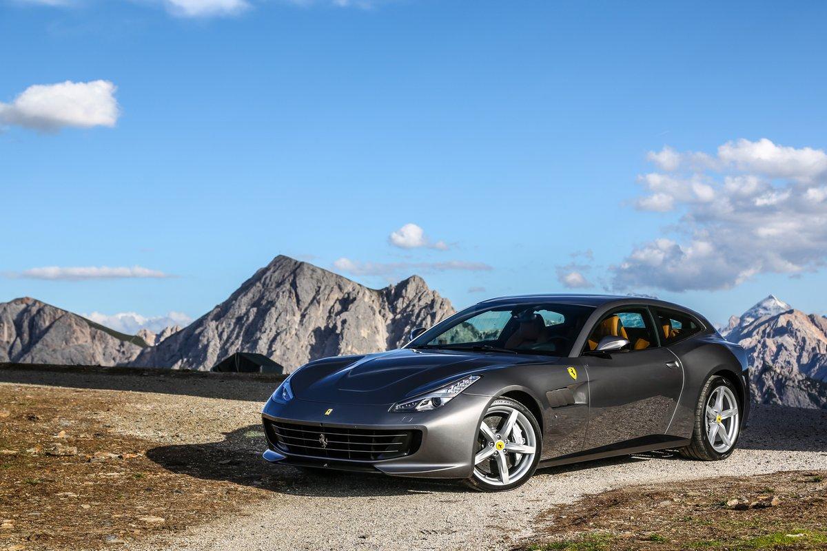 Постер Ferrari GTC4Lusso (2016), 30x20 см, на бумагеGTC4Lusso<br>Постер на холсте или бумаге. Любого нужного вам размера. В раме или без. Подвес в комплекте. Трехслойная надежная упаковка. Доставим в любую точку России. Вам осталось только повесить картину на стену!<br>