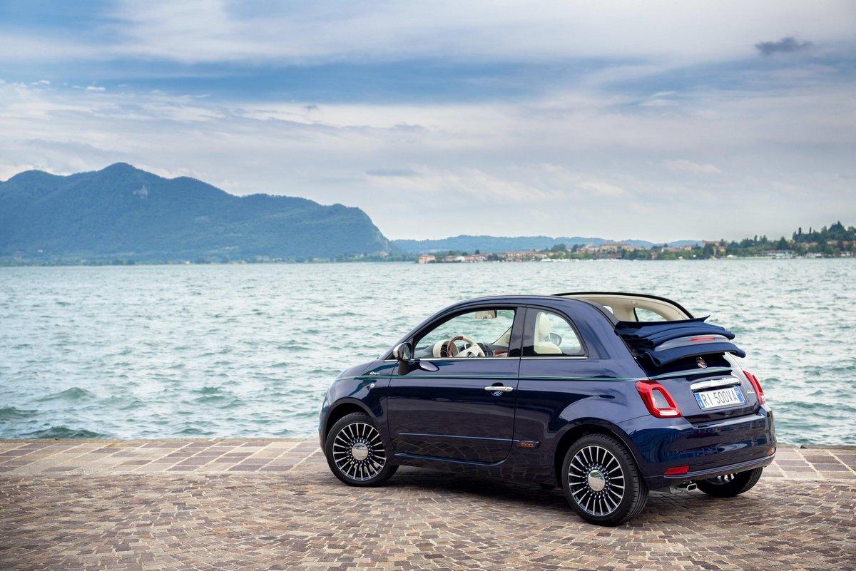 Постер Fiat 500 Riva (2017), 30x20 см, на бумаге500 Riva<br>Постер на холсте или бумаге. Любого нужного вам размера. В раме или без. Подвес в комплекте. Трехслойная надежная упаковка. Доставим в любую точку России. Вам осталось только повесить картину на стену!<br>