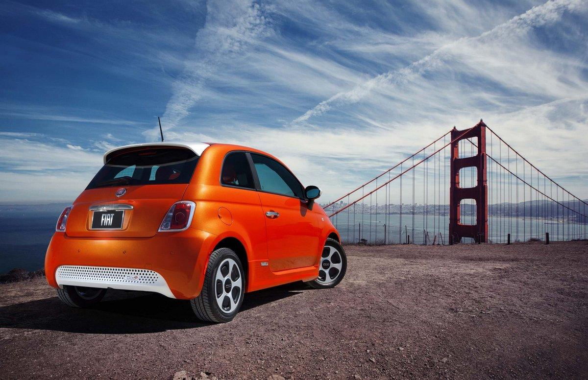 Постер Fiat 500e (2015), 31x20 см, на бумаге500e<br>Постер на холсте или бумаге. Любого нужного вам размера. В раме или без. Подвес в комплекте. Трехслойная надежная упаковка. Доставим в любую точку России. Вам осталось только повесить картину на стену!<br>