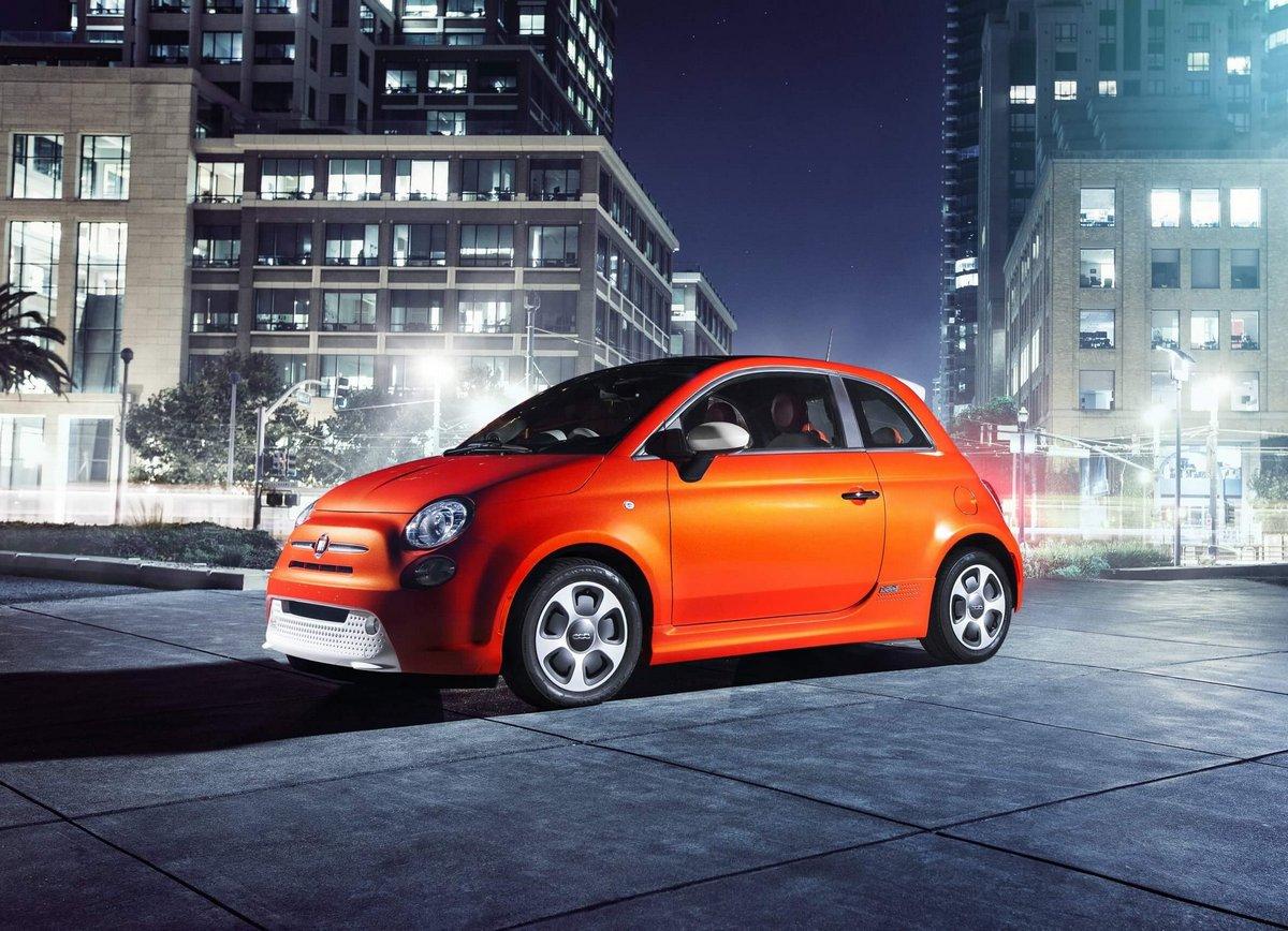 Постер Fiat 500e (2015), 28x20 см, на бумаге500e<br>Постер на холсте или бумаге. Любого нужного вам размера. В раме или без. Подвес в комплекте. Трехслойная надежная упаковка. Доставим в любую точку России. Вам осталось только повесить картину на стену!<br>
