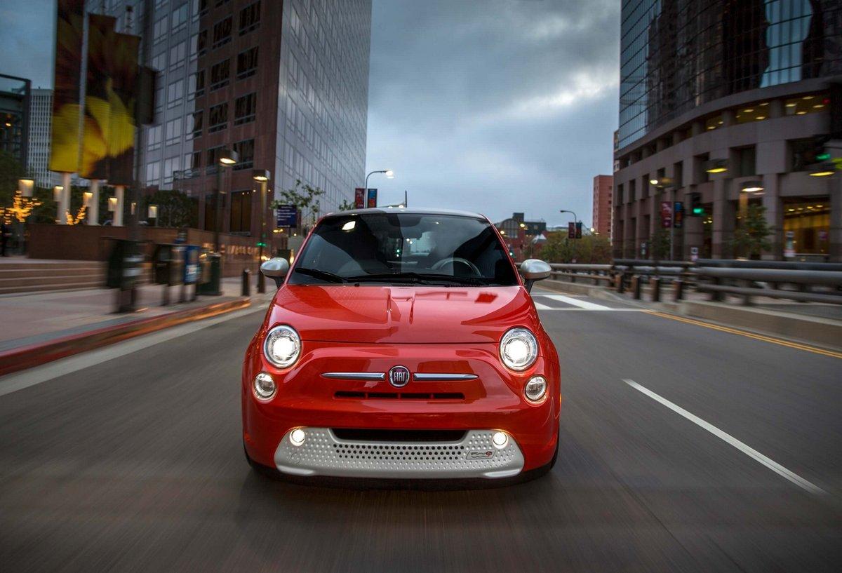Постер Fiat 500e (2015), 29x20 см, на бумаге500e<br>Постер на холсте или бумаге. Любого нужного вам размера. В раме или без. Подвес в комплекте. Трехслойная надежная упаковка. Доставим в любую точку России. Вам осталось только повесить картину на стену!<br>