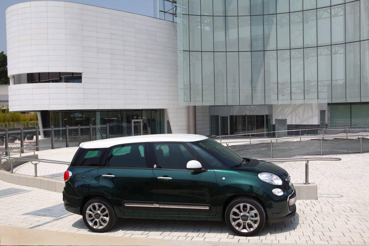 Fiat 500L Living (2014), 30x20 см, на бумаге500L Living<br>Постер на холсте или бумаге. Любого нужного вам размера. В раме или без. Подвес в комплекте. Трехслойная надежная упаковка. Доставим в любую точку России. Вам осталось только повесить картину на стену!<br>