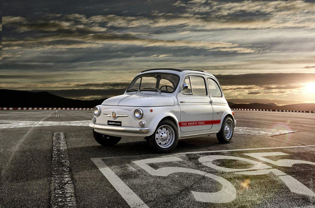 Постер Fiat 595 Abarth (2017), 30x20 см, на бумаге595 Abarth<br>Постер на холсте или бумаге. Любого нужного вам размера. В раме или без. Подвес в комплекте. Трехслойная надежная упаковка. Доставим в любую точку России. Вам осталось только повесить картину на стену!<br>
