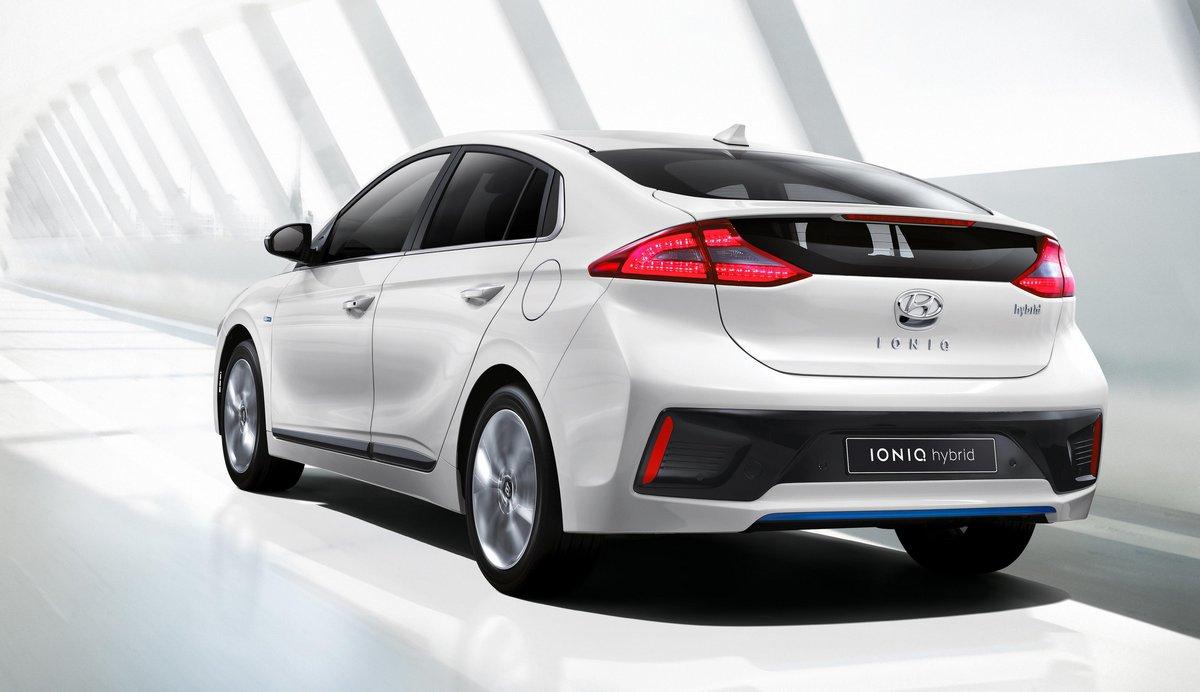 Hyundai Ioniq (2016), 35x20 см, на бумагеIoniq<br>Постер на холсте или бумаге. Любого нужного вам размера. В раме или без. Подвес в комплекте. Трехслойная надежная упаковка. Доставим в любую точку России. Вам осталось только повесить картину на стену!<br>