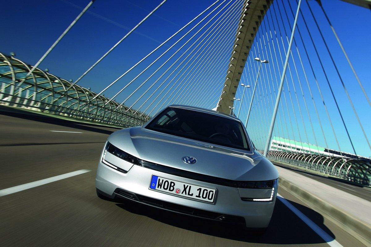 Постер Volkswagen XL1 (2016), 30x20 см, на бумагеXL1<br>Постер на холсте или бумаге. Любого нужного вам размера. В раме или без. Подвес в комплекте. Трехслойная надежная упаковка. Доставим в любую точку России. Вам осталось только повесить картину на стену!<br>