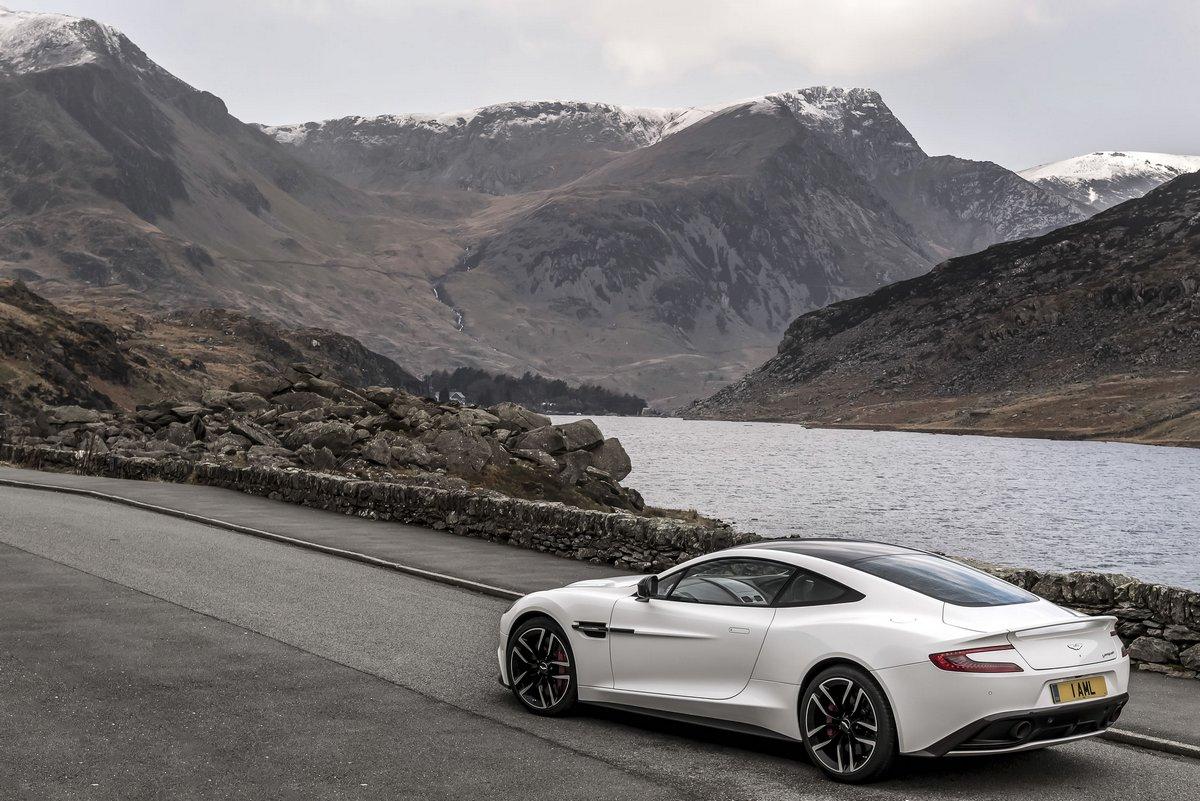 Aston Martin db9 carbon edition (2015), 30x20 см, на бумагеdb9 carbon edition<br>Постер на холсте или бумаге. Любого нужного вам размера. В раме или без. Подвес в комплекте. Трехслойная надежная упаковка. Доставим в любую точку России. Вам осталось только повесить картину на стену!<br>