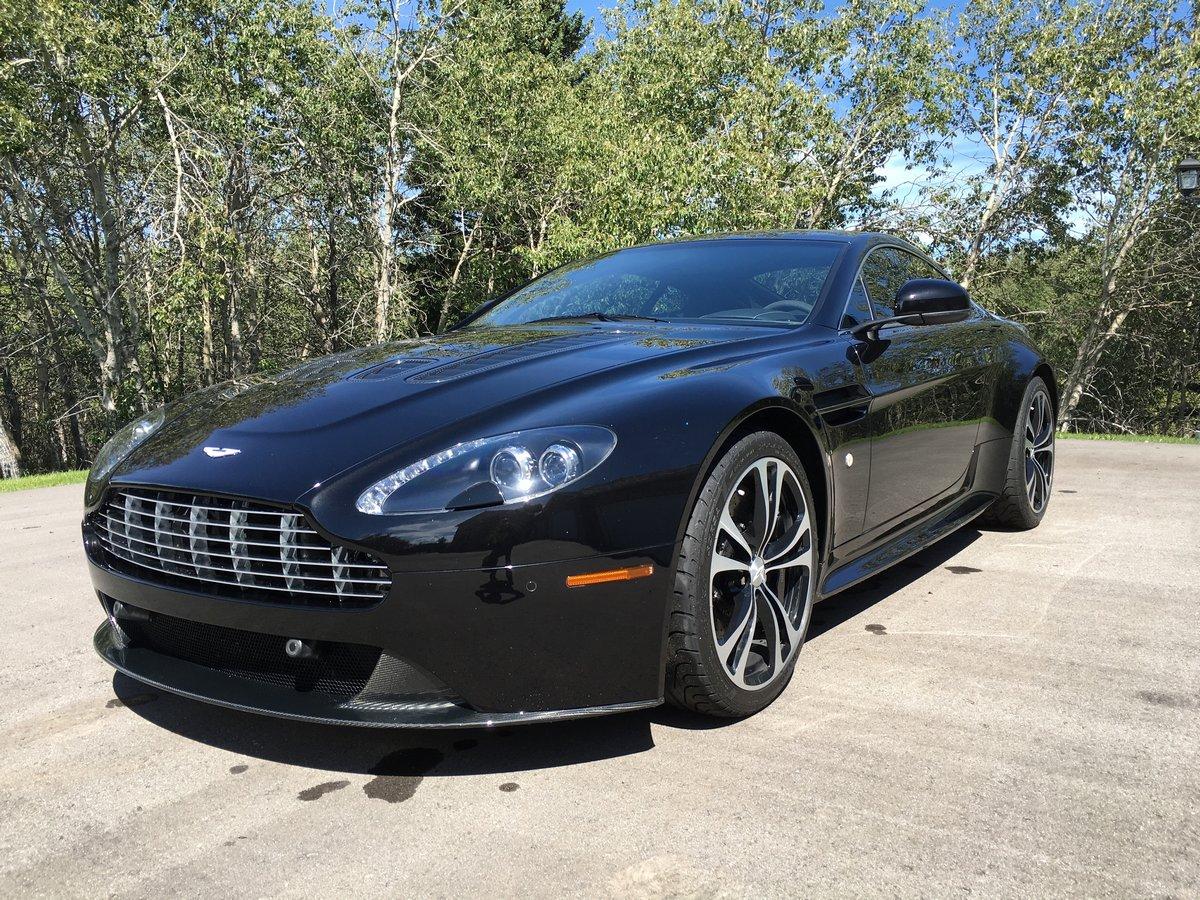 Постер Aston Martin db9 carbon edition (2015), 27x20 см, на бумагеdb9 carbon edition<br>Постер на холсте или бумаге. Любого нужного вам размера. В раме или без. Подвес в комплекте. Трехслойная надежная упаковка. Доставим в любую точку России. Вам осталось только повесить картину на стену!<br>
