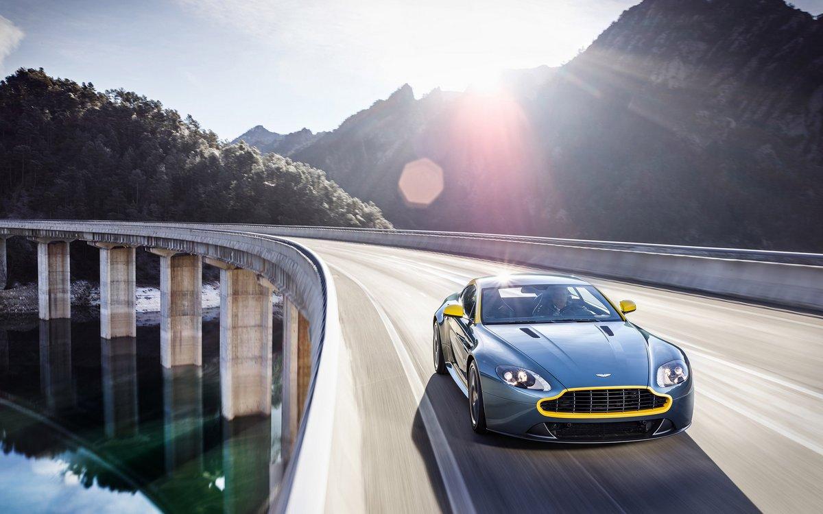 Постер Aston Martin V8 Vantage N430 (2014), 32x20 см, на бумагеV8 Vantage N430<br>Постер на холсте или бумаге. Любого нужного вам размера. В раме или без. Подвес в комплекте. Трехслойная надежная упаковка. Доставим в любую точку России. Вам осталось только повесить картину на стену!<br>