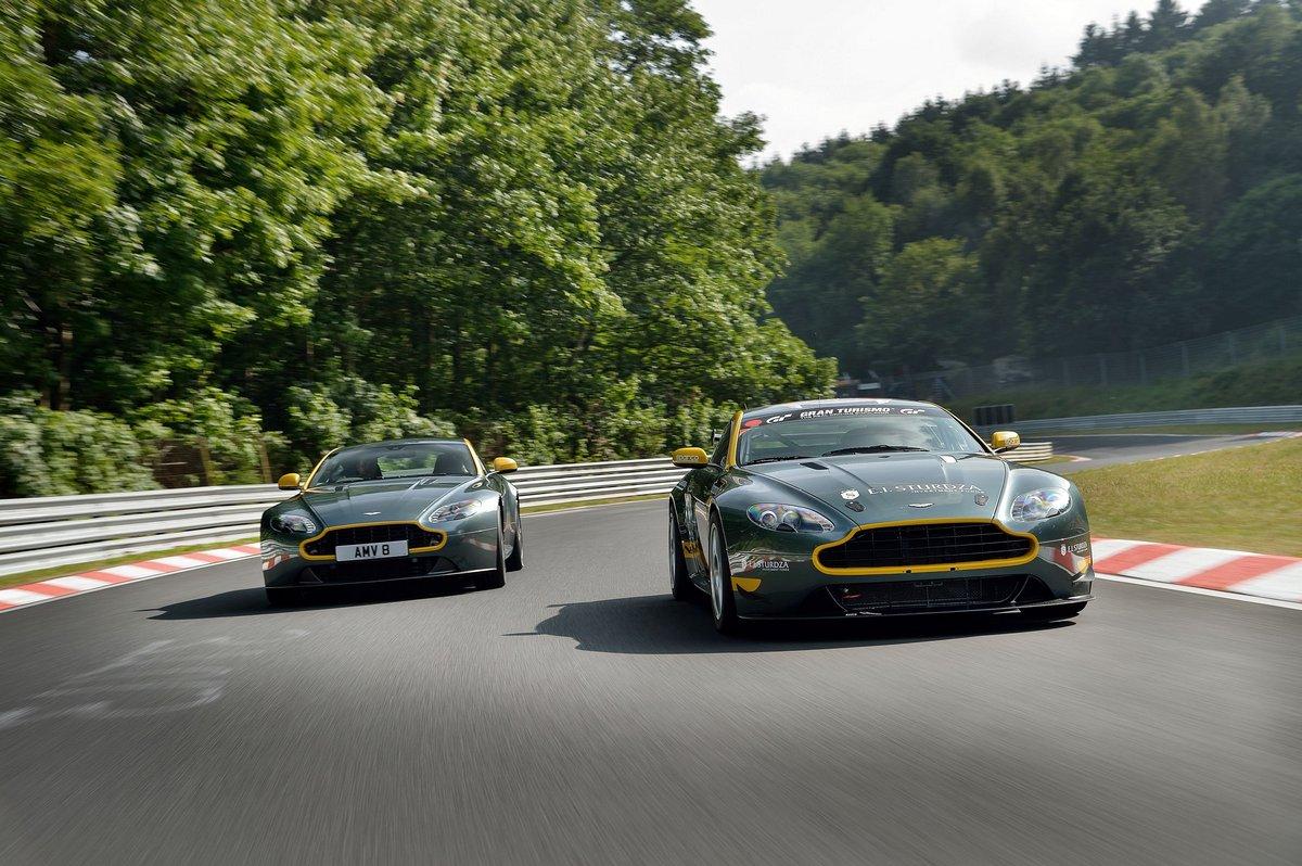 Постер Aston Martin V8 Vantage N430 (2014), 30x20 см, на бумагеV8 Vantage N430<br>Постер на холсте или бумаге. Любого нужного вам размера. В раме или без. Подвес в комплекте. Трехслойная надежная упаковка. Доставим в любую точку России. Вам осталось только повесить картину на стену!<br>
