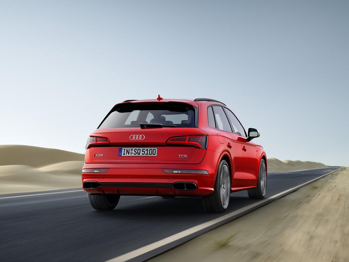 Постер Audi SQ5 (2017), 27x20 см, на бумагеSQ5<br>Постер на холсте или бумаге. Любого нужного вам размера. В раме или без. Подвес в комплекте. Трехслойная надежная упаковка. Доставим в любую точку России. Вам осталось только повесить картину на стену!<br>