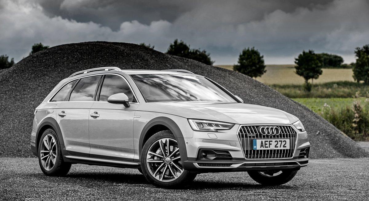 Постер Audi SQ5 (2017), 37x20 см, на бумагеSQ5<br>Постер на холсте или бумаге. Любого нужного вам размера. В раме или без. Подвес в комплекте. Трехслойная надежная упаковка. Доставим в любую точку России. Вам осталось только повесить картину на стену!<br>