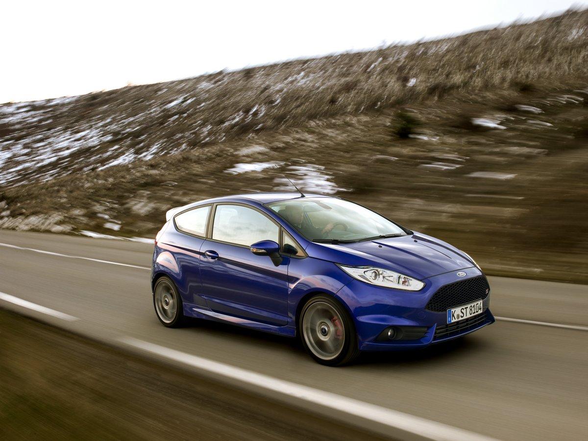 Постер Ford Fiesta (2015), 27x20 см, на бумагеFiesta<br>Постер на холсте или бумаге. Любого нужного вам размера. В раме или без. Подвес в комплекте. Трехслойная надежная упаковка. Доставим в любую точку России. Вам осталось только повесить картину на стену!<br>