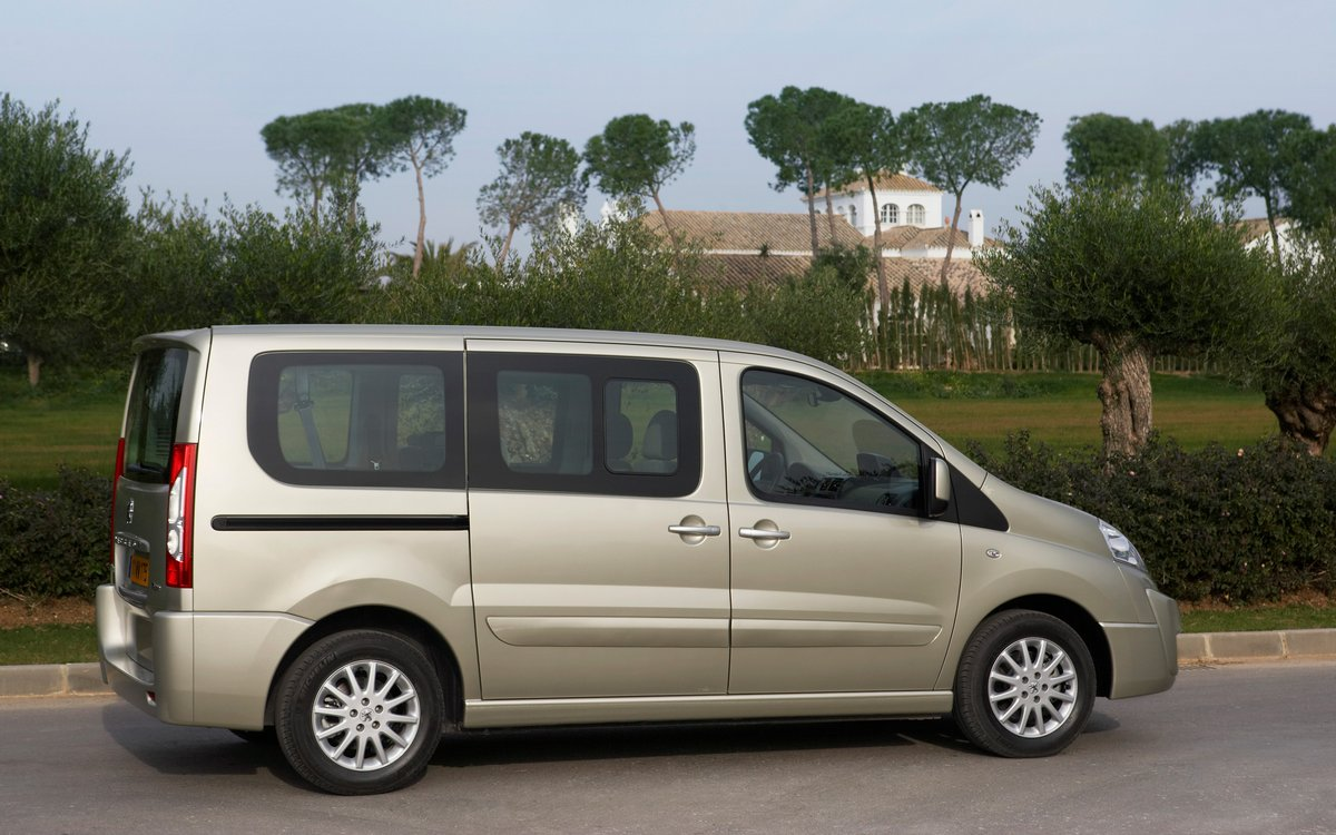 Постер Peugeot Expert Tepee (2014), 32x20 см, на бумагеExpert Tepee<br>Постер на холсте или бумаге. Любого нужного вам размера. В раме или без. Подвес в комплекте. Трехслойная надежная упаковка. Доставим в любую точку России. Вам осталось только повесить картину на стену!<br>