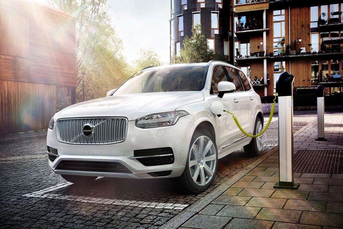 Постер Volvo XC90 (2016), 30x20 см, на бумагеXC90<br>Постер на холсте или бумаге. Любого нужного вам размера. В раме или без. Подвес в комплекте. Трехслойная надежная упаковка. Доставим в любую точку России. Вам осталось только повесить картину на стену!<br>