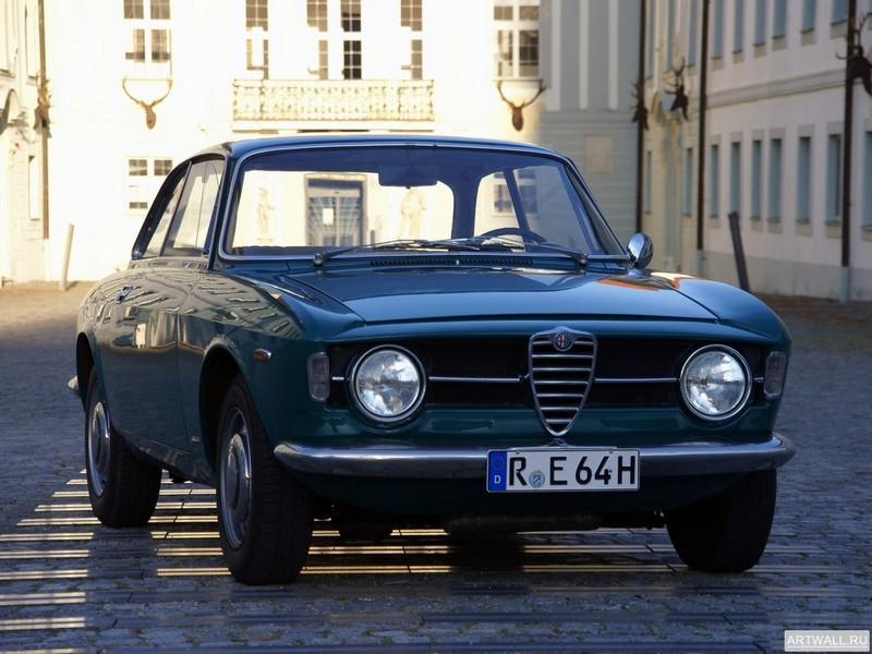Постер Alfa Romeo Giulia Coupe 1300 GT Junior 1966-71, 27x20 см, на бумагеAlfa Romeo<br>Постер на холсте или бумаге. Любого нужного вам размера. В раме или без. Подвес в комплекте. Трехслойная надежная упаковка. Доставим в любую точку России. Вам осталось только повесить картину на стену!<br>