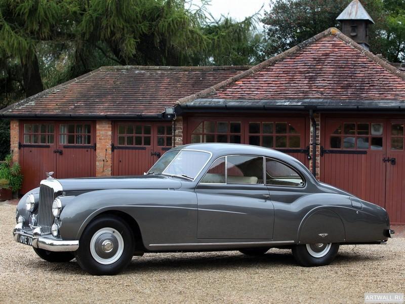 Постер Bentley R-Type Coupe 1954, 27x20 см, на бумагеBentley<br>Постер на холсте или бумаге. Любого нужного вам размера. В раме или без. Подвес в комплекте. Трехслойная надежная упаковка. Доставим в любую точку России. Вам осталось только повесить картину на стену!<br>