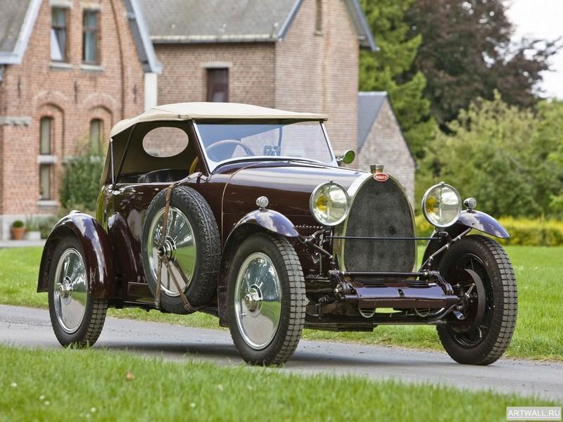 Bugatti Type 23 Brescia Boattail Roadster 1924-26, 27x20 см, на бумагеBugatti<br>Постер на холсте или бумаге. Любого нужного вам размера. В раме или без. Подвес в комплекте. Трехслойная надежная упаковка. Доставим в любую точку России. Вам осталось только повесить картину на стену!<br>