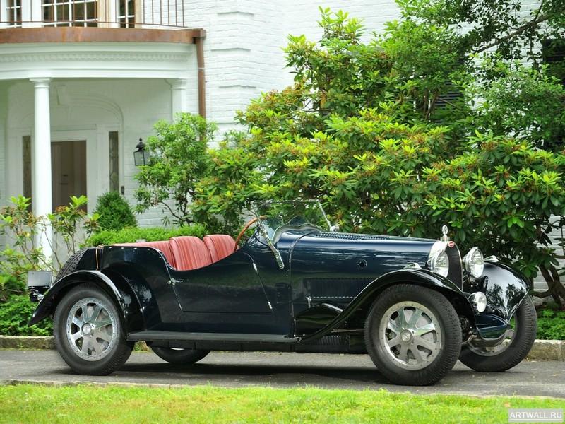 Постер Bugatti Type 43 Grand Sport 1927-31, 27x20 см, на бумагеBugatti<br>Постер на холсте или бумаге. Любого нужного вам размера. В раме или без. Подвес в комплекте. Трехслойная надежная упаковка. Доставим в любую точку России. Вам осталось только повесить картину на стену!<br>