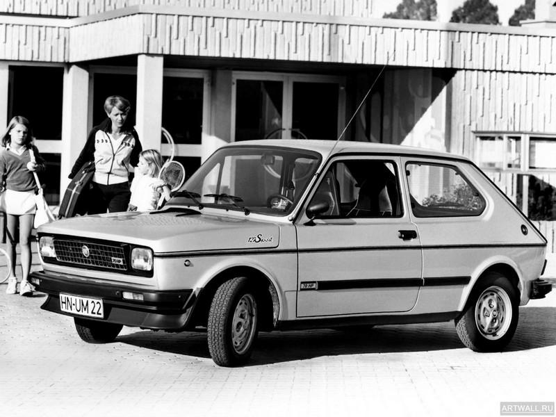 Постер Fiat 127 Sport 1978-81, 27x20 см, на бумагеFiat<br>Постер на холсте или бумаге. Любого нужного вам размера. В раме или без. Подвес в комплекте. Трехслойная надежная упаковка. Доставим в любую точку России. Вам осталось только повесить картину на стену!<br>