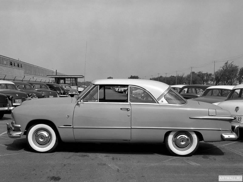 Постер Ford Crestline Victoria Hardtop 1951, 27x20 см, на бумагеFord<br>Постер на холсте или бумаге. Любого нужного вам размера. В раме или без. Подвес в комплекте. Трехслойная надежная упаковка. Доставим в любую точку России. Вам осталось только повесить картину на стену!<br>