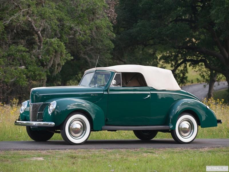 Постер Ford V8 Deluxe Convertible Coupe 1940, 27x20 см, на бумагеFord<br>Постер на холсте или бумаге. Любого нужного вам размера. В раме или без. Подвес в комплекте. Трехслойная надежная упаковка. Доставим в любую точку России. Вам осталось только повесить картину на стену!<br>