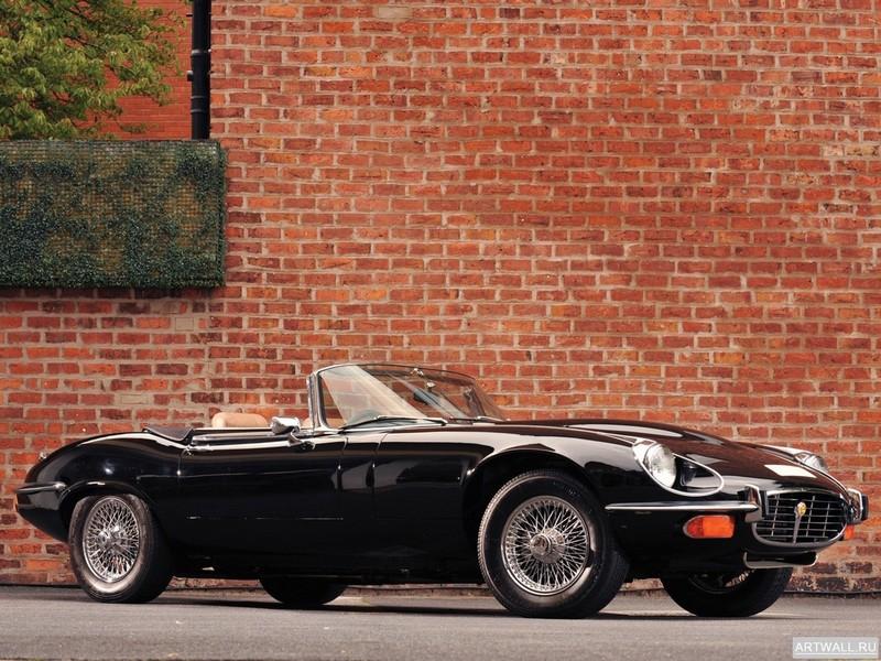 Постер Jaguar E-Type V12 Roadster Commemorative Edition (Series III) 1974-75, 27x20 см, на бумагеJaguar<br>Постер на холсте или бумаге. Любого нужного вам размера. В раме или без. Подвес в комплекте. Трехслойная надежная упаковка. Доставим в любую точку России. Вам осталось только повесить картину на стену!<br>