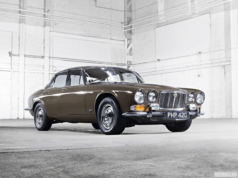 Jaguar XJ (Series I) 1968-73, 27x20 см, на бумагеJaguar<br>Постер на холсте или бумаге. Любого нужного вам размера. В раме или без. Подвес в комплекте. Трехслойная надежная упаковка. Доставим в любую точку России. Вам осталось только повесить картину на стену!<br>