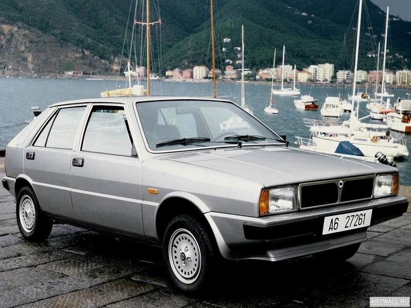 Постер Lancia Delta (831) 1979-82, 27x20 см, на бумагеLancia<br>Постер на холсте или бумаге. Любого нужного вам размера. В раме или без. Подвес в комплекте. Трехслойная надежная упаковка. Доставим в любую точку России. Вам осталось только повесить картину на стену!<br>