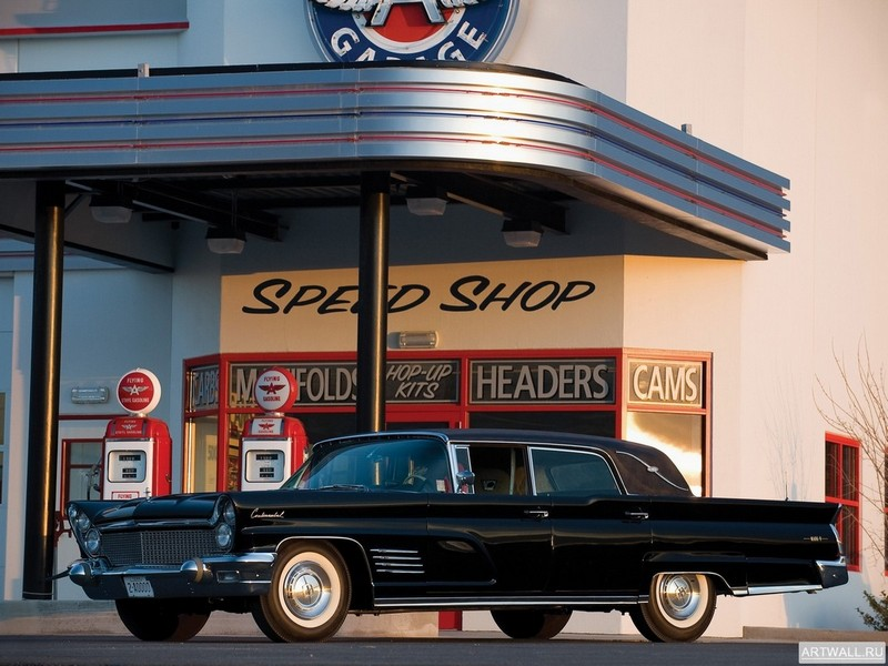 Постер Lincoln Continental Mark V Limousine 1960, 27x20 см, на бумагеLincoln<br>Постер на холсте или бумаге. Любого нужного вам размера. В раме или без. Подвес в комплекте. Трехслойная надежная упаковка. Доставим в любую точку России. Вам осталось только повесить картину на стену!<br>