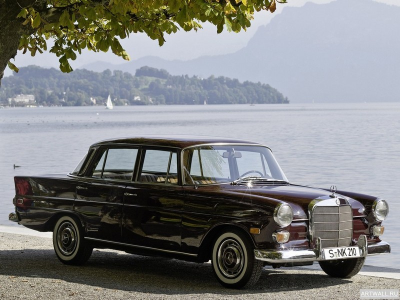 Постер Mercedes-Benz 200D (W110) 1965-68, 27x20 см, на бумагеMercedes-Benz<br>Постер на холсте или бумаге. Любого нужного вам размера. В раме или без. Подвес в комплекте. Трехслойная надежная упаковка. Доставим в любую точку России. Вам осталось только повесить картину на стену!<br>