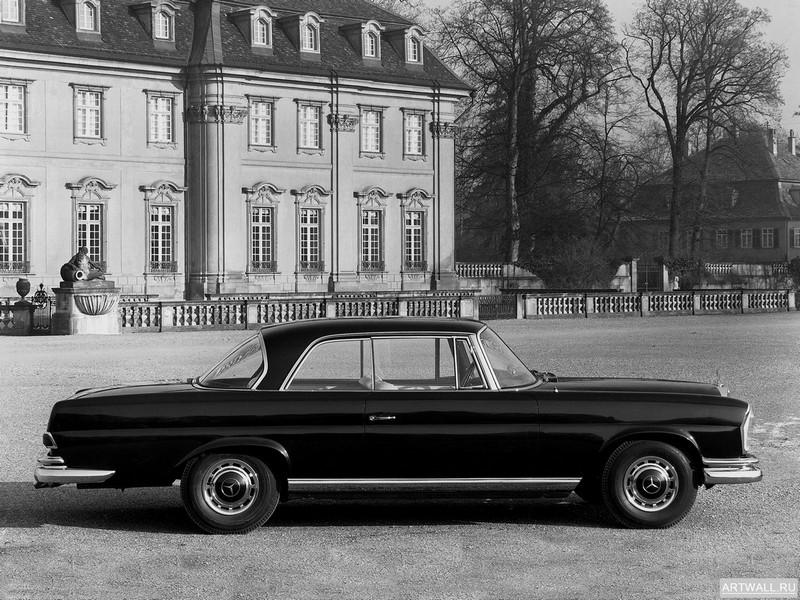 Постер Mercedes-Benz 220SE (W111W112) 1959-65, 27x20 см, на бумагеMercedes-Benz<br>Постер на холсте или бумаге. Любого нужного вам размера. В раме или без. Подвес в комплекте. Трехслойная надежная упаковка. Доставим в любую точку России. Вам осталось только повесить картину на стену!<br>